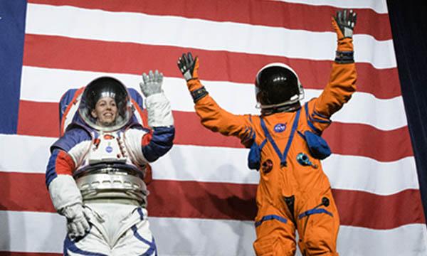 La NASA présente ses nouvelles combinaisons pour aller sur la Lune