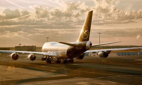 Lufthansa gèle ses embauches et réduit ses dépenses pour passer la crise du coronavirus