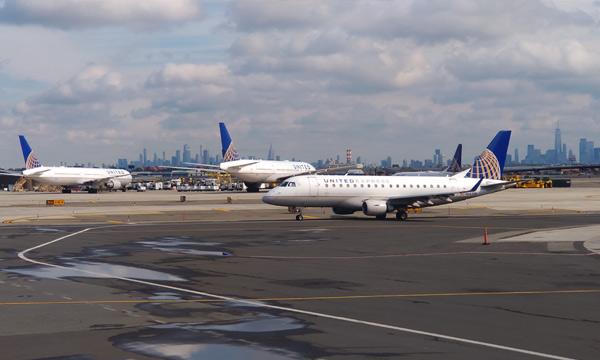 Les compagnies aériennes américaines réduisent drastiquement leurs vols vers l'Europe