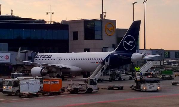 Le plan de sauvetage de Lufthansa bloque sur la cession de slots à Francfort et Munich