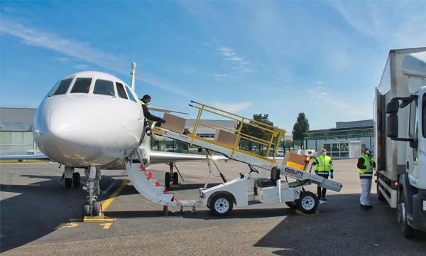 Dassault s'implique aussi dans la conversion rapide de ses jets pour répondre aux besoins de transport de fret
