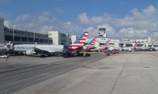 American Airlines subit une perte nette de 2,07 milliards de dollars