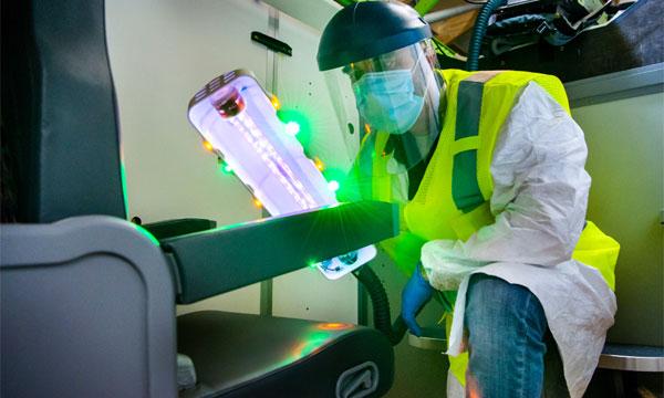Boeing prêt à proposer un système portable de désinfection par UV des avions