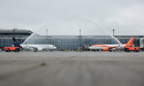 Le nouvel aéroport de Berlin entre en service en pleine crise du transport aérien